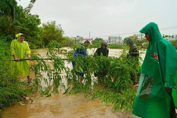 Đà Nẵng di dời gần 1.000 hộ dân tránh lũ - Ảnh 2.