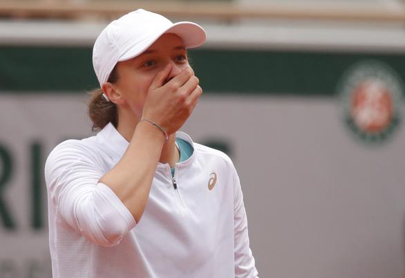 Thắng dễ Kenin, tay vợt 19 tuổi Swiatek vô địch Roland Garros - Ảnh 1.