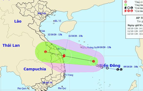Áp thấp nhiệt đới cách Bình Định 470km, khả năng thành bão trong 12 giờ tới - Ảnh 1.