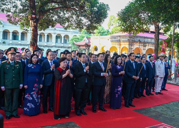 Lãnh đạo Hà Nội dâng hương kỷ niệm 1010 năm Thăng Long - Hà Nội - Ảnh 1.