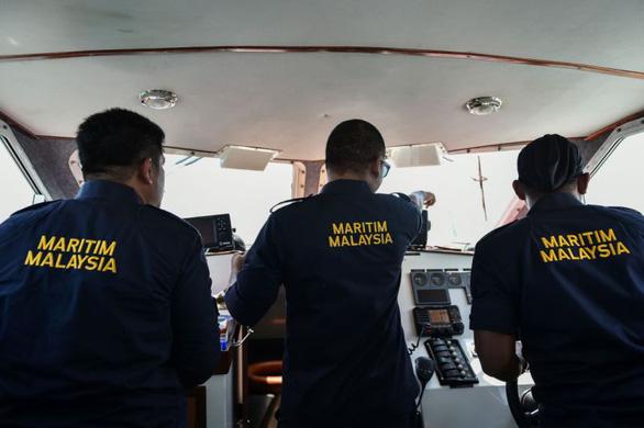 Malaysia bắt giữ 6 tàu cá và 60 công dân Trung Quốc xâm phạm vùng biển - Ảnh 1.