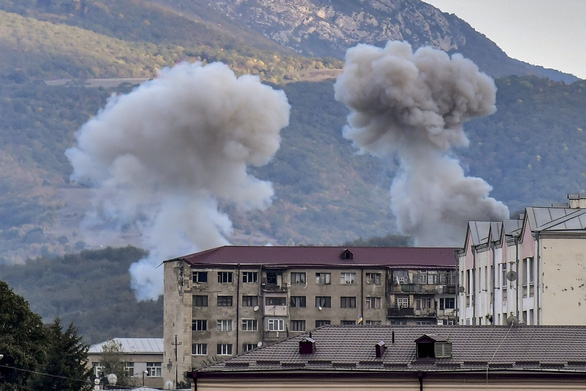 Đạt được lệnh ngừng bắn, nửa tiếng sau Armenia - Azerbaijan tiếp tục giao tranh - Ảnh 1.
