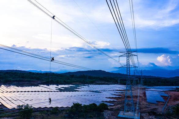 8.000 nhân viên tham gia hoàn thành dự án trạm biến áp, đường dây 500KV và nhà máy ĐMT Trung Nam - Ảnh 2.