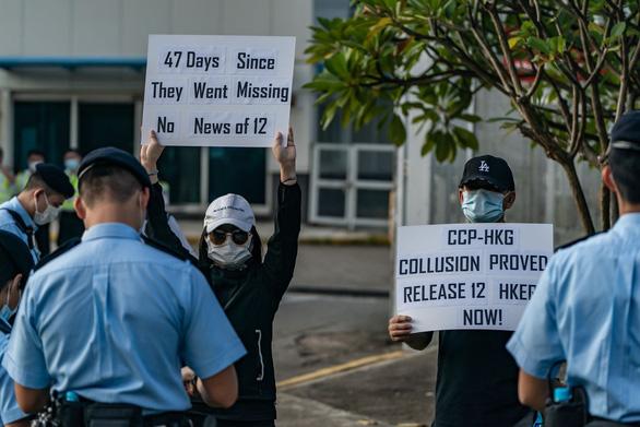 Hong Kong bắt nhóm giúp 12 người bị truy nã trốn sang Đài Loan - Ảnh 1.