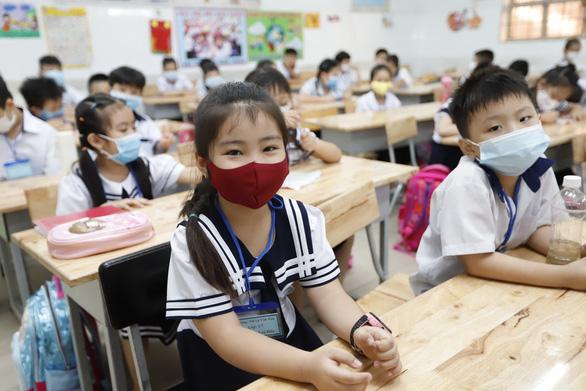 Sách lớp 1 dạy trẻ nếu bị sai việc thì không làm và trốn đi? - Ảnh 3.