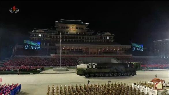 Triều Tiên diễu hành tên lửa, Mỹ nói 'thất vọng' - Ảnh 4.