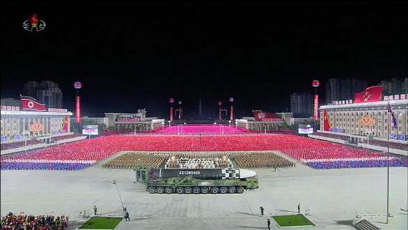 Triều Tiên diễu hành tên lửa, Mỹ nói 'thất vọng' - Ảnh 3.