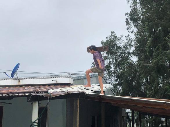 Quảng Nam, Quảng Ngãi: Sẵn sàng sơ tán dân khỏi khu vực sạt lở trước bão số 9 - Ảnh 3.