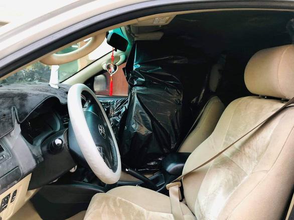 Ôtô gắn 2 biển số giả và thật vận chuyển 11.000 bao thuốc lá lậu - Ảnh 1.