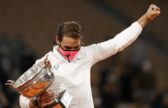 Thắng gọn Djokovic, Nadal lần thứ 20 vô địch Grand Slam - Ảnh 1.