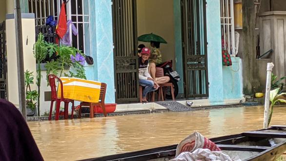 Đến chiều 11-10 đã thiệt mạng 9 người do lũ lụt miền Trung - Ảnh 1.