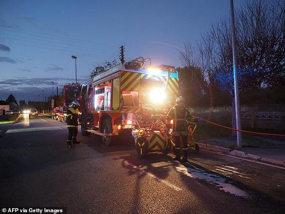 Hai máy bay va chạm trên không ở Pháp, 5 người chết - Ảnh 1.
