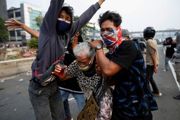 Luật lao động mới của Indonesia bị phản đối - Ảnh 1.