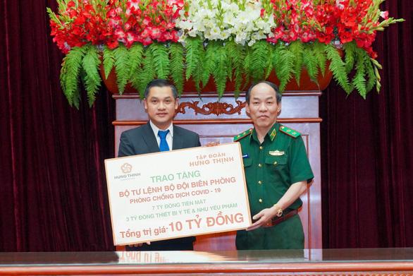 Tập đoàn Hưng Thịnh trao 10 tỉ đồng cho Bộ đội Biên phòng hỗ trợ phòng, chống dịch - Ảnh 1.