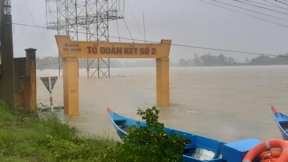 Quảng Nam: Lũ chưa rút, bão sắp vào, dân lo lắng - Ảnh 5.