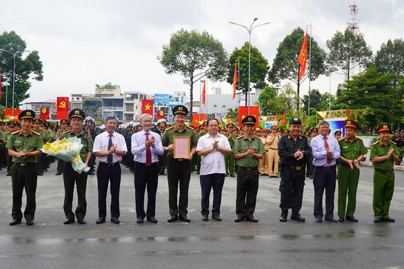 Bí thư Đồng Nai khen công an ngăn chặn nhóm giang hồ 'hỗn chiến' tranh giành đất - Ảnh 1.