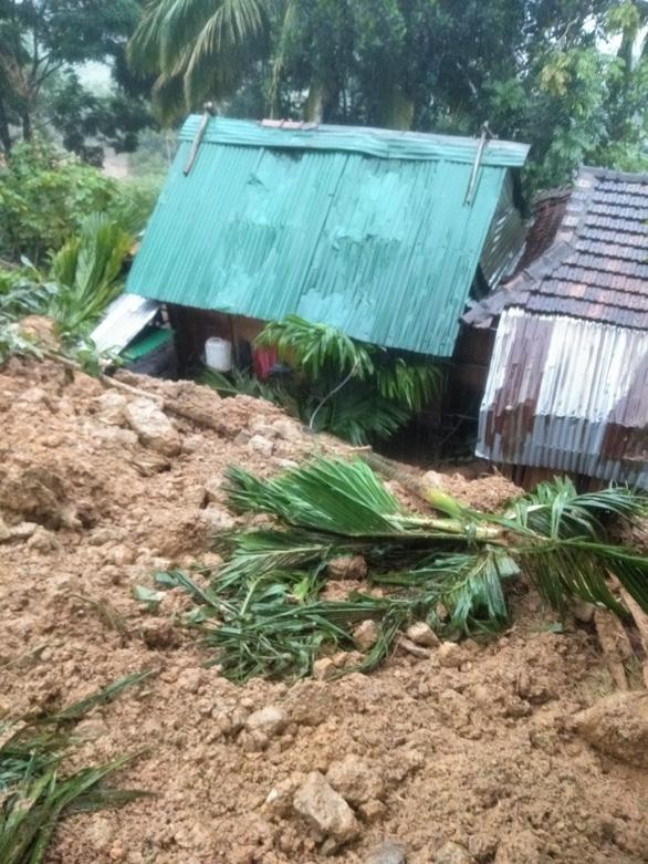 Bão suy yếu thành áp thấp, lũ cuốn trôi cầu, sạt lở khắp miền núi Quảng Ngãi - Ảnh 3.