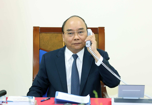 Thủ tướng Nguyễn Xuân Phúc mời Thủ tướng Nhật Suga Yoshihide thăm Việt Nam - Ảnh 1.