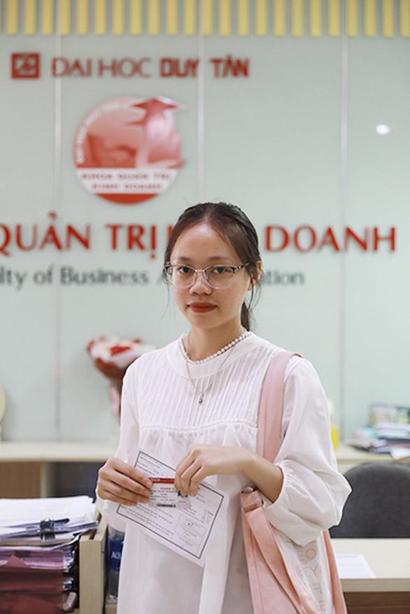 Nữ sinh xứ Nghệ thủ khoa ĐH Duy Tân với 28 điểm (tính đến 10-10-2020) - Ảnh 1.
