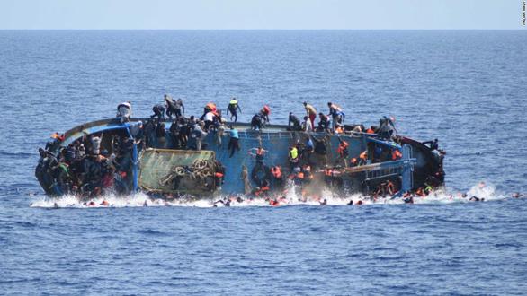 11 người châu Phi đắm thuyền chết trên đường đến đất hứa châu Âu - Ảnh 1.