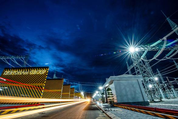 Vượt hiểm trở hoàn thành trạm biến áp 500kv và đường dây 220/500kv kết hợp nhà máy điện mặt trời - Ảnh 4.