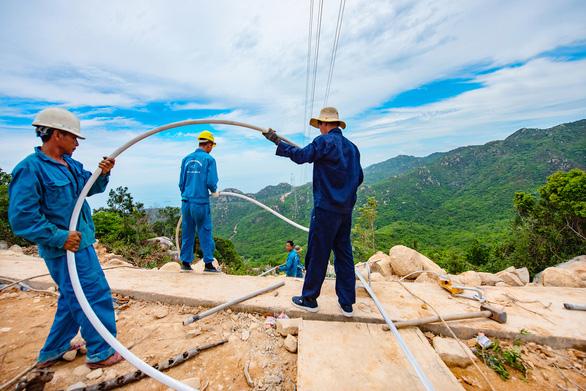 Vượt hiểm trở hoàn thành trạm biến áp 500kv và đường dây 220/500kv kết hợp nhà máy điện mặt trời - Ảnh 5.