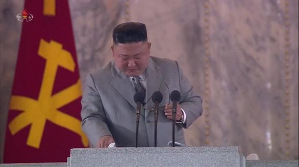 Vì sao ông Kim Jong Un khóc khi đọc diễn văn kỷ niệm thành lập Đảng? - Ảnh 1.