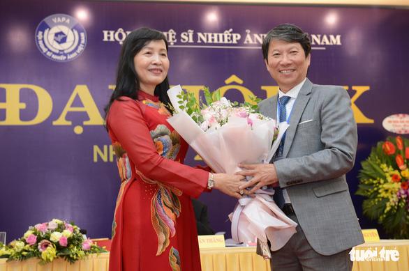 Bà Trần Thị Thu Đông là nữ chủ tịch đầu tiên của Hội Nghệ sĩ nhiếp ảnh Việt Nam - Ảnh 1.