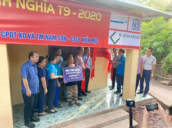 Eximbank trao tặng nhà tình nghĩa tại huyện Kỳ Sơn, Nghệ An - Ảnh 1.
