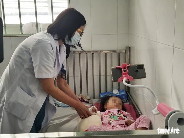 Bệnh viện Nhi đồng 1 TP.HCM lần đầu áp dụng thành công kỹ thuật ECMO sau phẫu thuật - Ảnh 1.
