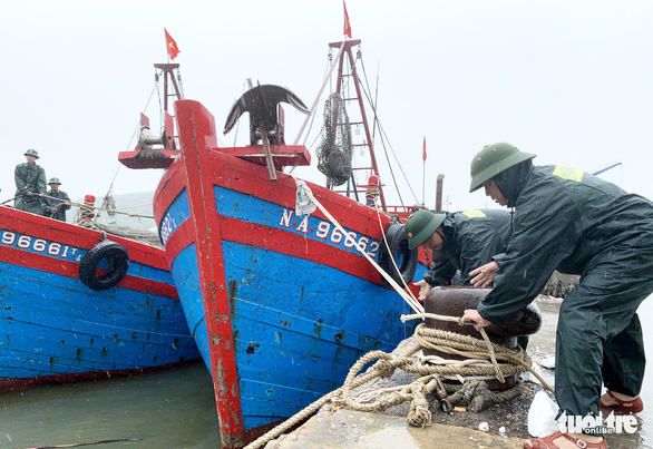 Đại hội Đảng bộ Hà Tĩnh rút ngắn để đối phó bão số 7 - Ảnh 1.