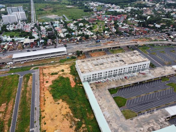 Rà soát lại qui hoạch 1.141 hecta đất bãi đậu xe công cộng ở TP.HCM - Ảnh 1.