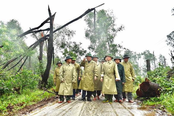 Phó thủ tướng Trịnh Đình Dũng chỉ đạo công tác cứu hộ tại thủy điện Rào Trăng 3 - Ảnh 1.