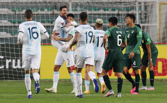 Messi 'tịt ngòi', Argentina thắng chật vật Bolivia trên 'cổng trời' La Paz - Ảnh 4.