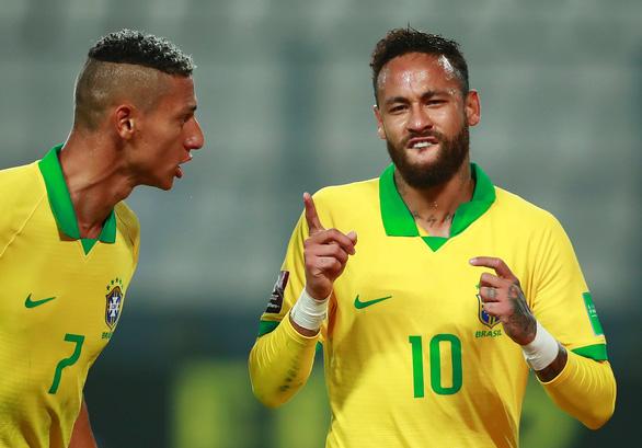 Neymar lập hat-trick, Brazil thắng ngược kịch tính Peru - Ảnh 2.