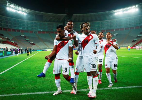 Neymar lập hat-trick, Brazil thắng ngược kịch tính Peru - Ảnh 3.