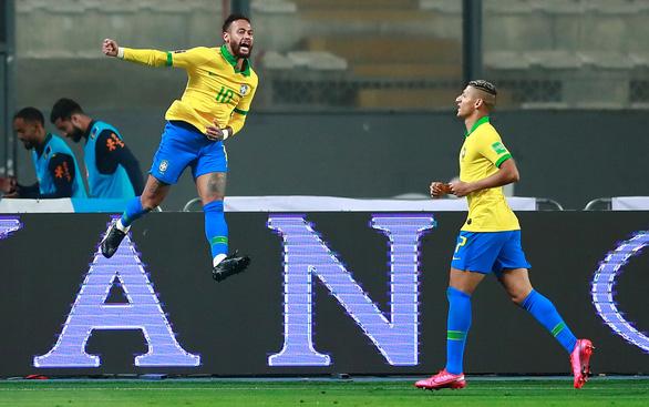 Neymar lập hat-trick, Brazil thắng ngược kịch tính Peru - Ảnh 4.