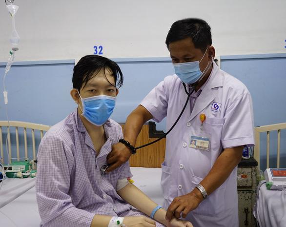 Phẫu thuật cứu sống bệnh nhân 'chảy máu hoài không dứt' - Ảnh 1.