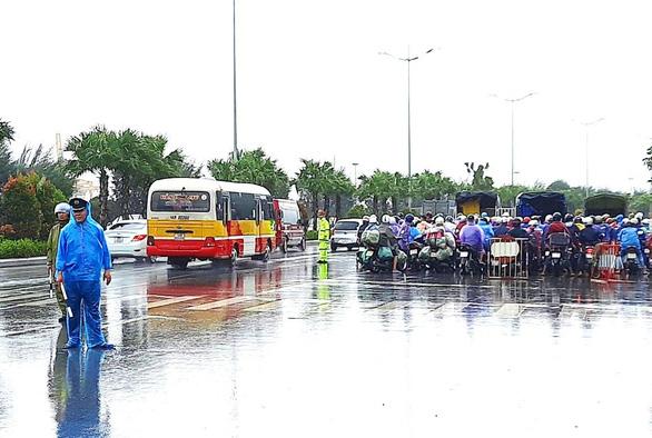 Quảng Ninh cấm một chiều tại cầu Bãi Cháy vì bão số 7 - Ảnh 1.