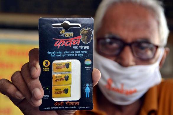 Ấn Độ làm chip từ... phân bò chống được bức xạ điện thoại - Ảnh 1.