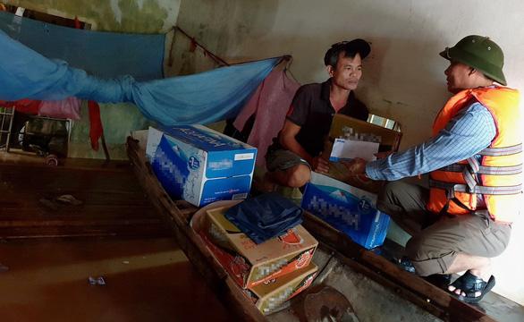 Tuổi Trẻ cứu trợ ở vùng trải qua 3 trận lũ - Ảnh 2.