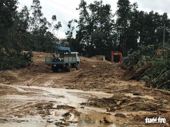 Cận cảnh hiện trường vụ sạt lở ở Trạm bảo vệ rừng 67 - Ảnh 4.