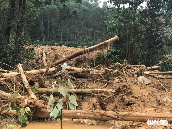 Cận cảnh hiện trường vụ sạt lở ở Trạm bảo vệ rừng 67 - Ảnh 6.