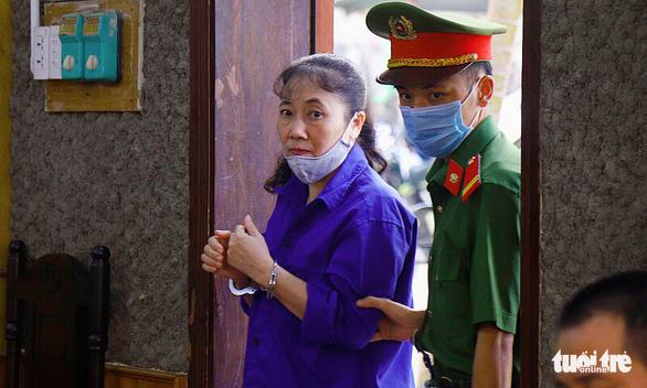 Phúc thẩm vụ gian lận điểm thi tại Sơn La: hoãn xử vì vắng luật sư - Ảnh 4.
