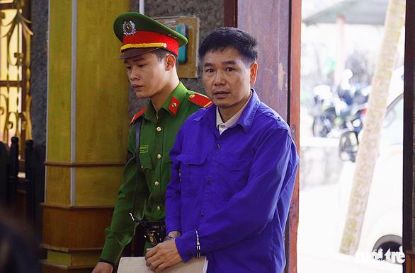 Phúc thẩm vụ gian lận điểm thi tại Sơn La: hoãn xử vì vắng luật sư - Ảnh 1.