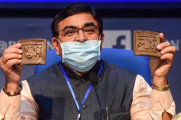 Ấn Độ làm chip từ... phân bò chống được bức xạ điện thoại - Ảnh 3.