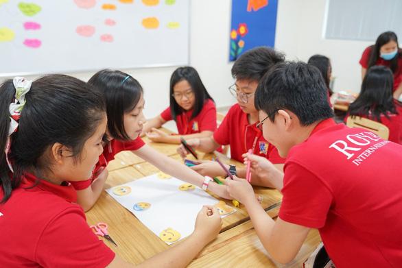 Học sinh tìm hiểu cách 'sơ cứu cảm xúc', phát triển chỉ số EQ - Ảnh 1.