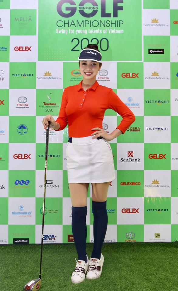 Hoa hậu Jennifer Phạm chơi golf quyên tiền cho Quỹ hỗ trợ tài năng trẻ Việt Nam - Ảnh 1.