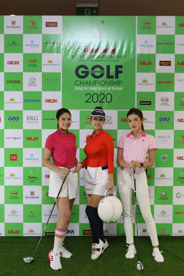 Hoa hậu Jennifer Phạm chơi golf quyên tiền cho Quỹ hỗ trợ tài năng trẻ Việt Nam - Ảnh 2.