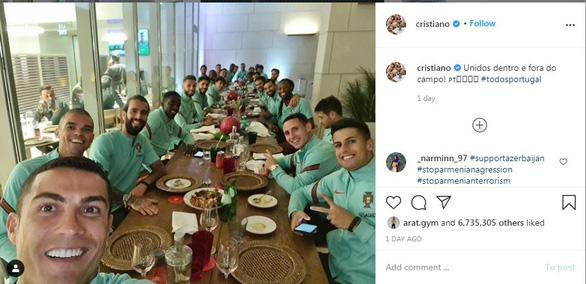 Vừa đăng ảnh ăn tối cùng tuyển Bồ Đào Nha, Ronaldo bị phát hiện nhiễm COVID-19 - Ảnh 1.